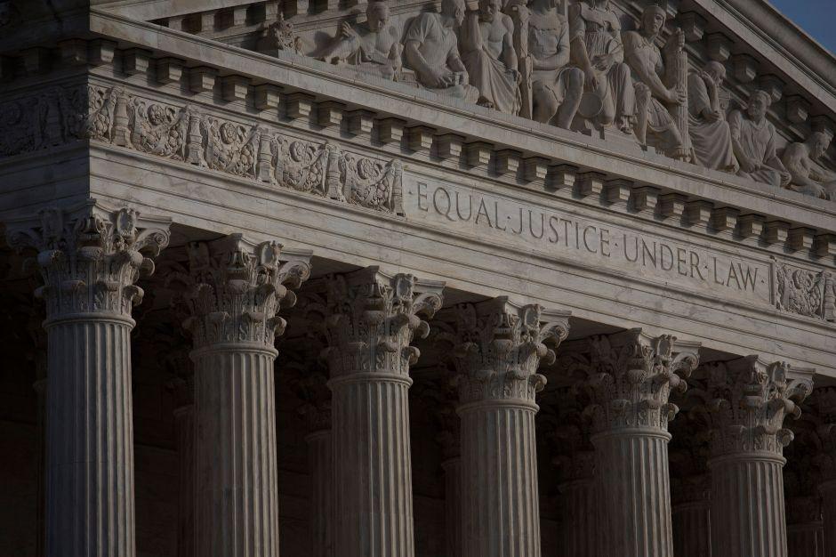 El caso en la Corte Suprema sobre deportación de ciertos inmigrantes
