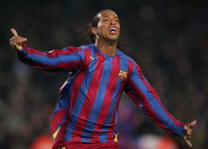 El extraño hábito que tenía Ronaldinho al salir de la regadera cuando jugaba con Barcelona