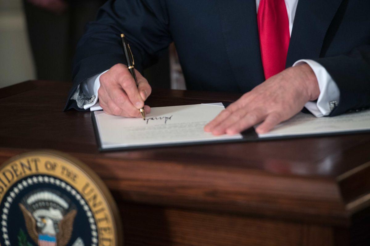 El presidente firmó las órdenes el viernes pasado.