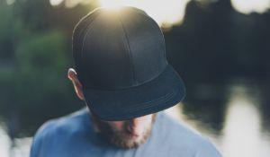 10 estilos de gorras Nike, Adidas y otras marcas famosas para hombres