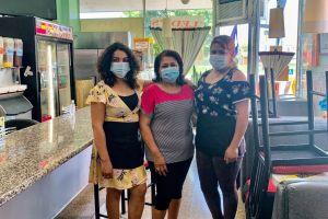 Hondureña sale adelante con su restaurante gracias al apoyo de la comunidad