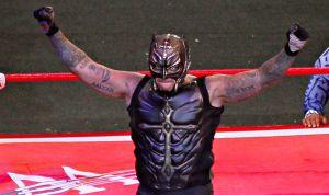 """Rey Mysterio """"pierde el ojo"""" en el Show del Terror de la WWE y es hospitalizado"""