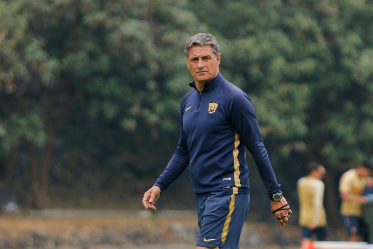 Miguel González 'Míchel', en un entrenamiento con Pumas.