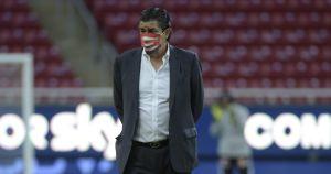Luis Fernando Tena, técnico de Chivas, venció el coronavirus