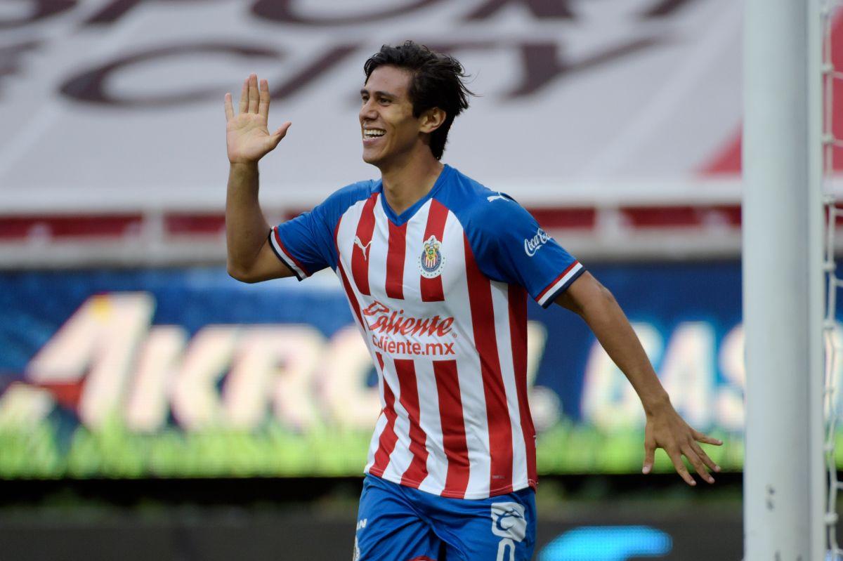 ¿Se viene el adiós? JJ Macías habría anotado su último doblete con Chivas en la victoria ante Mazatlán