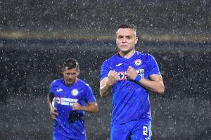 Cruz Azul derrotó a Santos con todo y polémica del VAR