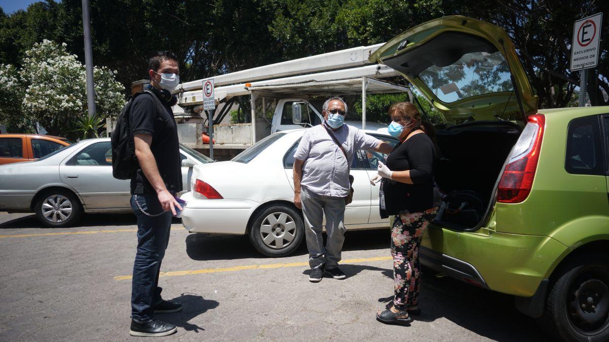 Muchas veces el trabajo de la prensa consiste en acudir a hospitales y hablar con diversos miembros de la comunidad. / fotos: Manuel Ocaño.
