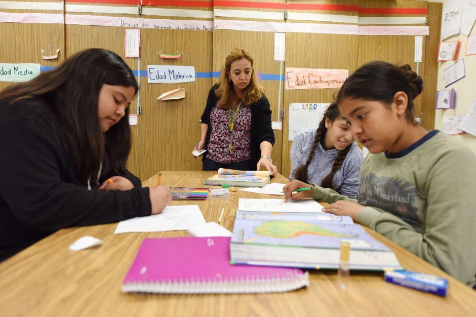 El distrito escolar de Los Ángeles trata de adaptarse a la nueva realidad de los estudiantes en sus hogares