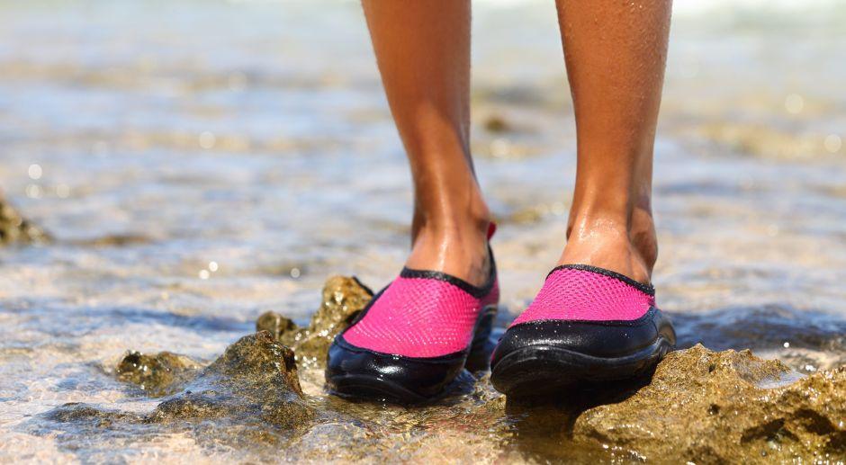 5 estilos de zapatos para quienes no les gusta entrar descalzos al agua de la playa, río o piscina