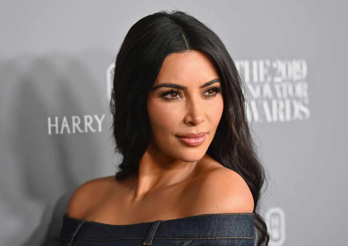 El destape nude de Kim Kardashian es por una selfie en donde se puede ver su figura de reloj de arena