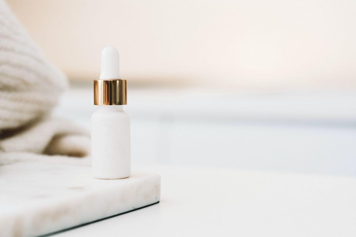 ¿Cómo funciona el ácido hialurónico? Conoce sus beneficios y 4 productos para la cara que lo contienen