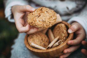Antojo muy saludable: receta de galletas de avena y coco