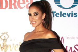 Como nunca antes, Cynthia Urías se mete al jacuzzi y luce su cuerpo con traje de baño negro