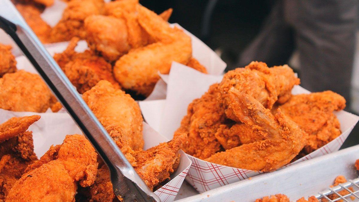 Este día, algunos restaurantes te pueden dar comida y bebidas gratis.