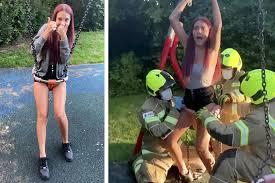 Rescatan a joven que quedó atrapada en un columpio grabando un vídeo para TikTok