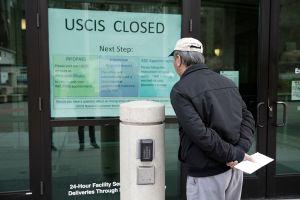 USCIS extiende plazo para trámites migratorios debido al coronavirus