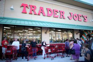 Piden a Trader Joe's que cambie los nombres de algunos productos por considerarlos racistas