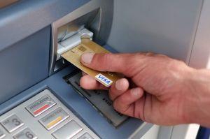 IRS se enfoca en cheques de estímulo que fueron enviados a cuentas bancarias equivocadas