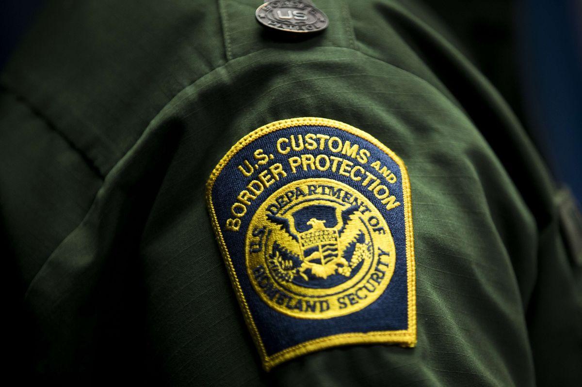 Detienen a más de 100 inmigrantes en la frontera. Escondidos dentro de vehículos
