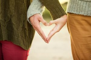 Cómo hacer tu propio amuleto para el amor y encender la llama de la pasión