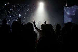 Juez niega petición para cantar en iglesias de California