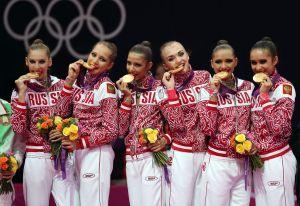 Hermosa gimnasta olímpica posa junto a Conor McGregor y sus fans enloquecen