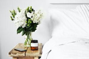 Cuida de tu piel mientras duermes: Las mejores 5 cremas anti-edad para usar en la noche
