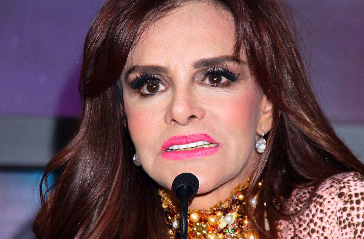 Lucía Méndez hace berrinche en vivo tras falla de 'playback'