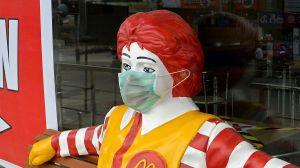 ¿Por qué cerrará McDonald's restaurantes en tiendas Waltmart de Estados Unidos?
