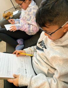 Padres de LA prefieren que sus niños estudien en casa