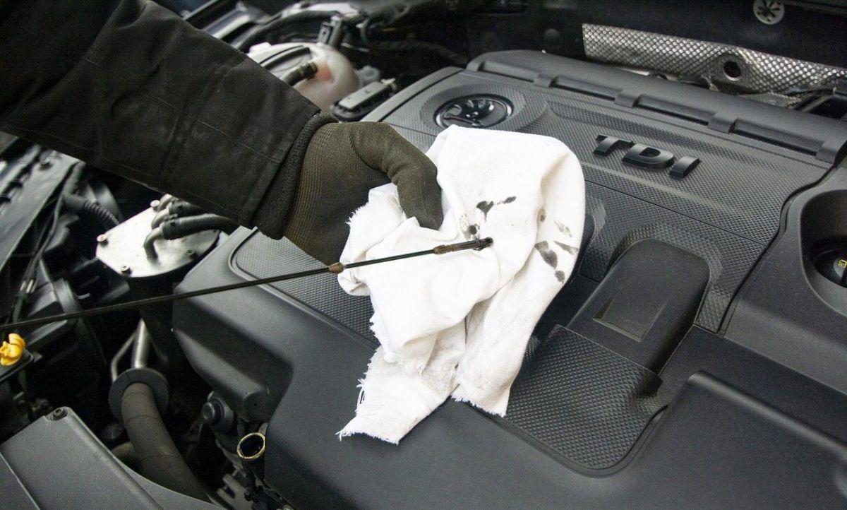 ¿Es mejor cambiar el aceite de motor en caliente o en frío?