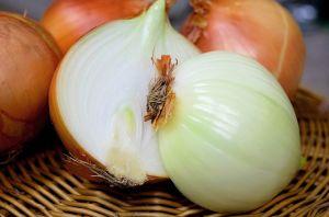Brote de salmonella provocado por cebolla roja se extiende a varios estados en todo el país