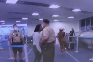 Un policía de Miami golpea a una mujer negra en el aeropuerto de Miami