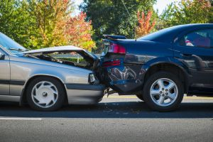 Muere enfermera mientras ayudaba a un herido por un accidente automovilístico