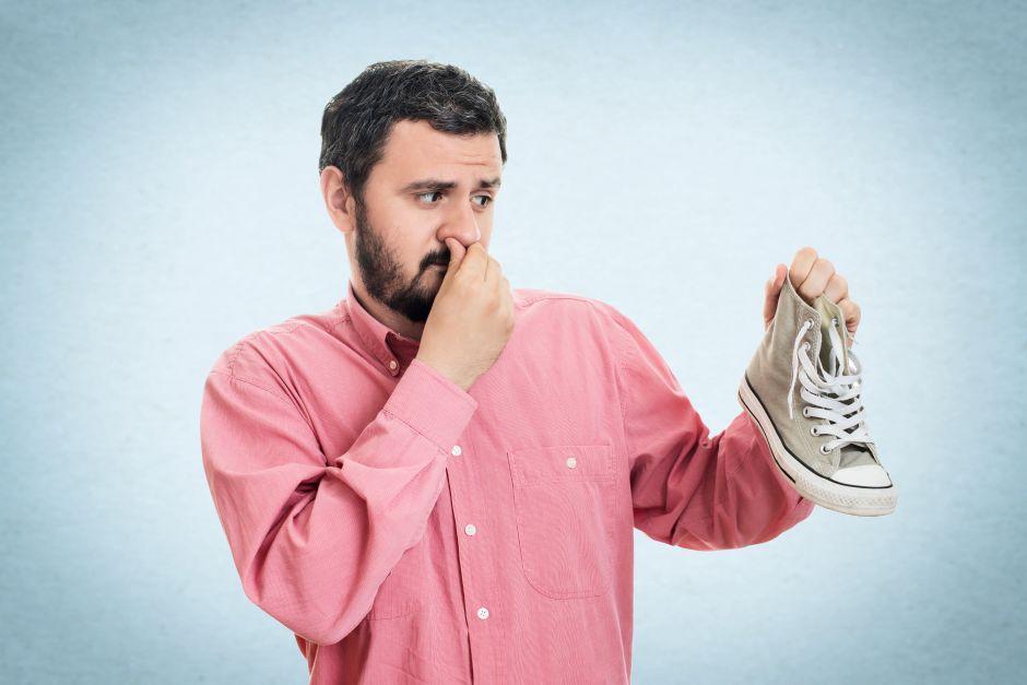 5 trucos para quitar el mal olor de los zapatos