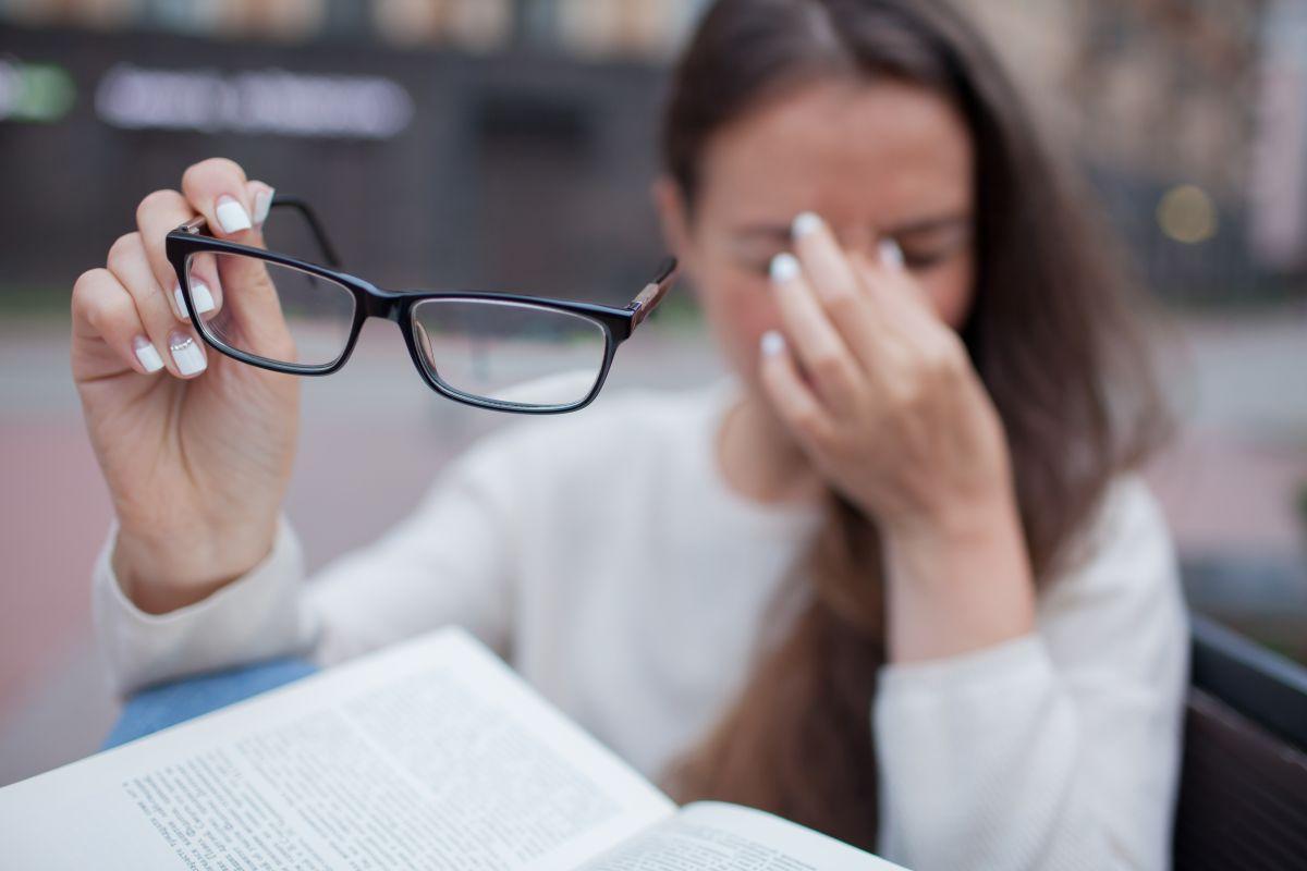 ¿El estrés puede ser el causante de tener visión borrosa?