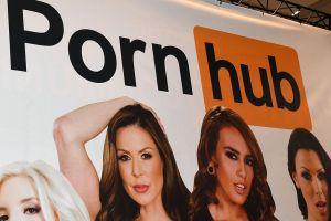 Actriz porno monta espectáculo con juguete sexual en bus de Cali; aclara por qué bajaron el video de Pornhub