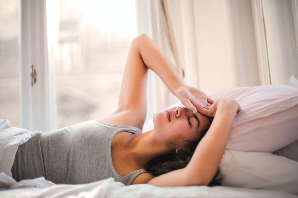 ¿Despiertas en la madrugada? Conoce qué significa y su relación con las emociones