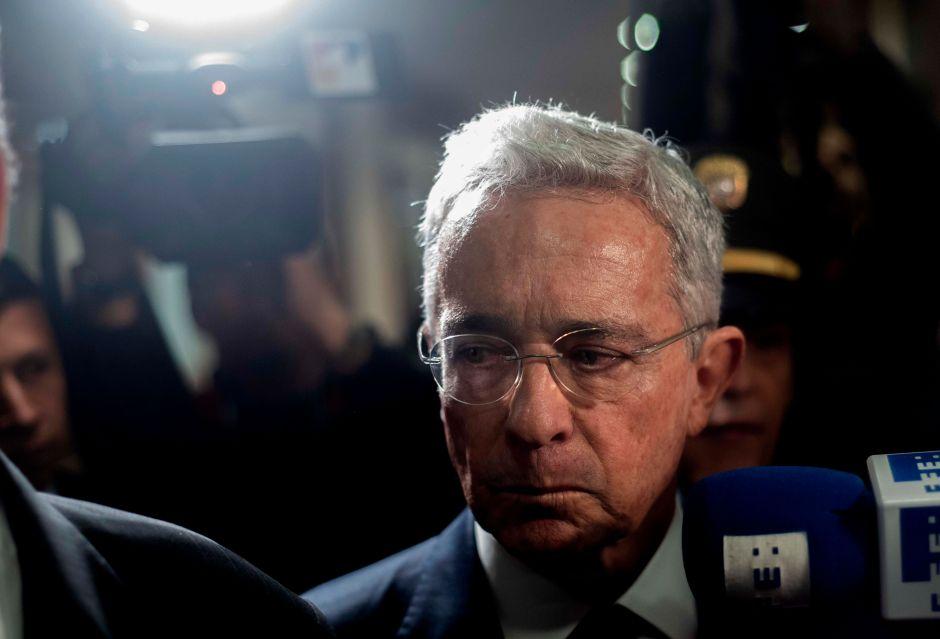 Álvaro Uribe da positivo de coronavirus un día después de que ordenaran su detención