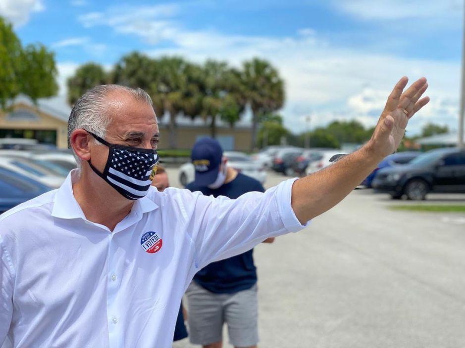 El candidato Bovo sorprende en las elecciones de Miami-Dade y sale victorioso