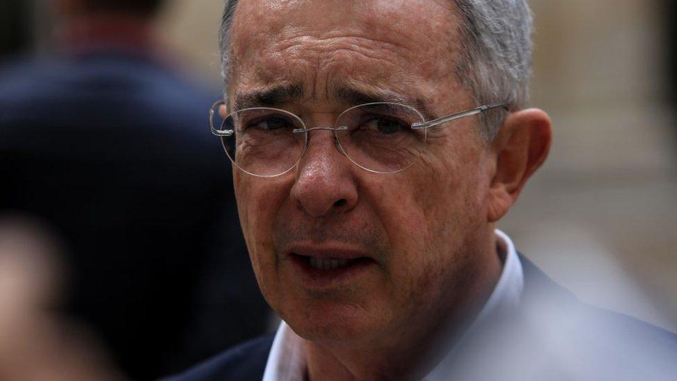 Corte Suprema de Colombia ordena arresto domiciliario a Alvaro Uribe