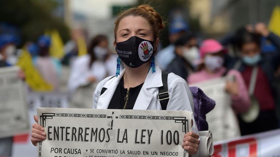 Las protestas contra la Ley 100, pilar del sistema de salud colombiano, han vuelto con la pandemia.