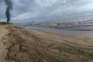 """""""El mundo está preocupado por el derrame de petróleo en la isla Mauricio pero en Venezuela hay uno el doble de grande"""""""
