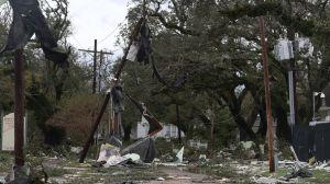 Huracán Laura: Vientos e inundaciones dejan al menos 4 muertos y una estela de destrucción en Louisiana