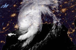 Huracán Laura azota Louisiana antes de bajar a categoría 2; sistema alcanzaría 30 millas al interior