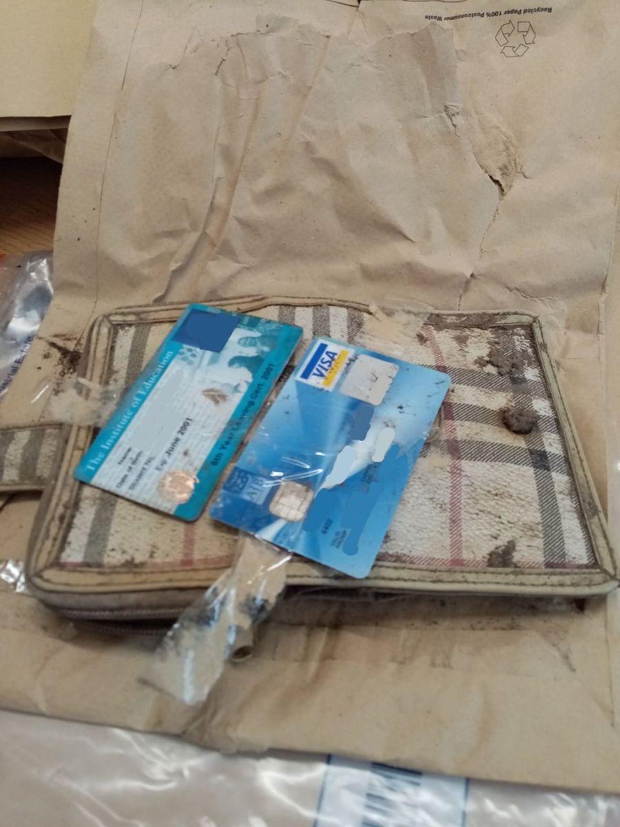 Encontraron una billetera perdida hace 20 años.