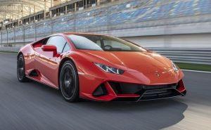 Este famoso Youtuber pone a prubeba el Lamborghini blindado de su abuelo y comparte el video