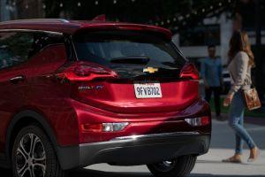Este teaser revela el primer vistazo de los nuevos Chevrolet Bolt EV y EUV