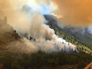 Peligroso incendio puede contaminar el agua del río Colorado para 40 millones de personas