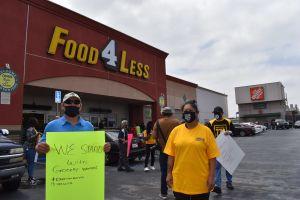 Trabajadores de Food 4 Less piden más seguridad durante la pandemia